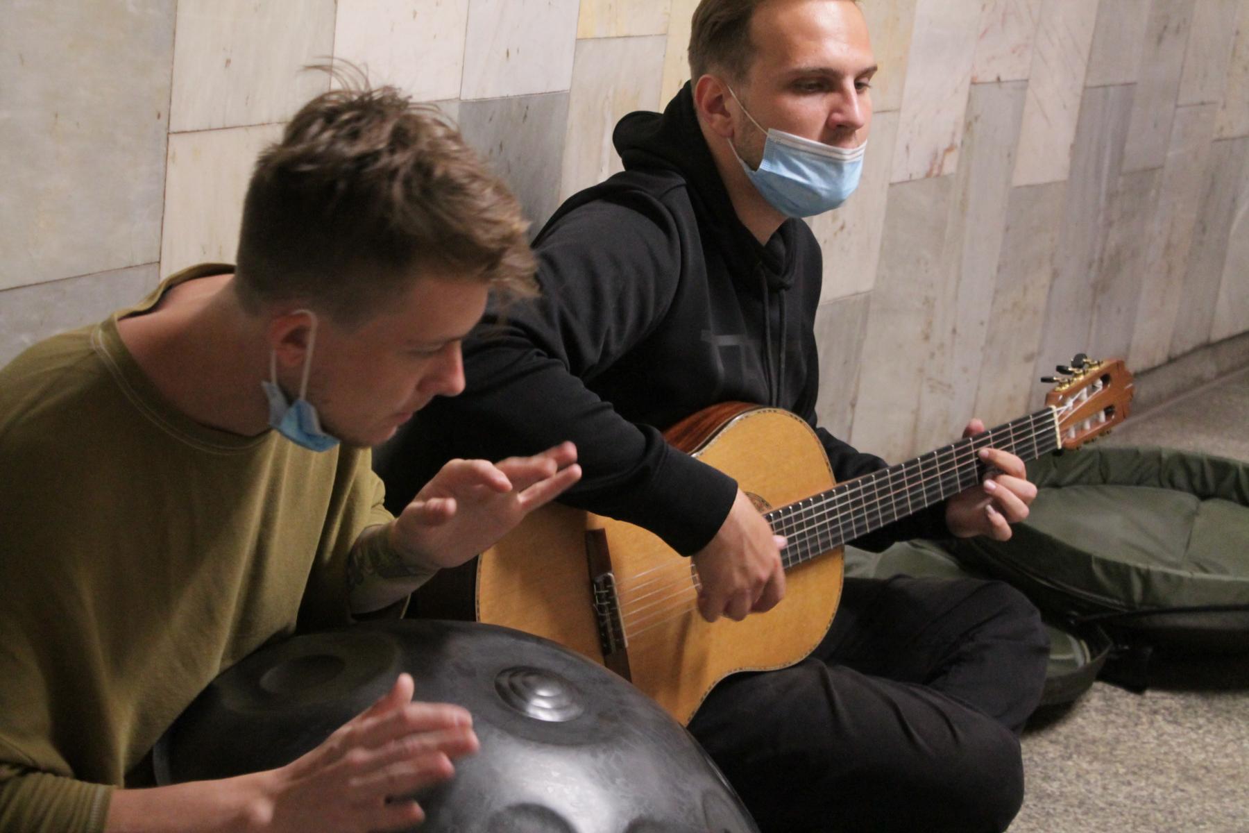 Фото Музыка большого города: как работают исполнители подземки 3