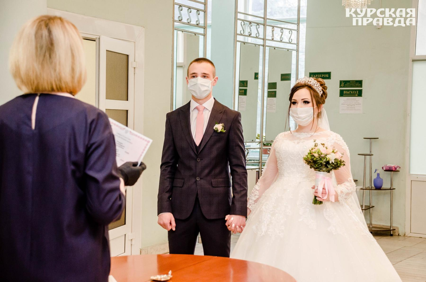 фото Свадьба на двоих: новосибирские ЗАГСы не пустят гостей до конца августа 2