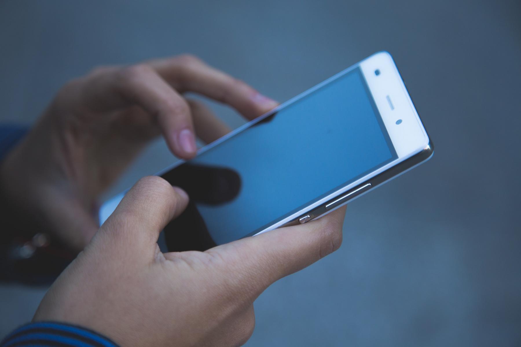 фото «Не алё»: мобильная связь в России подорожала на 8% 2