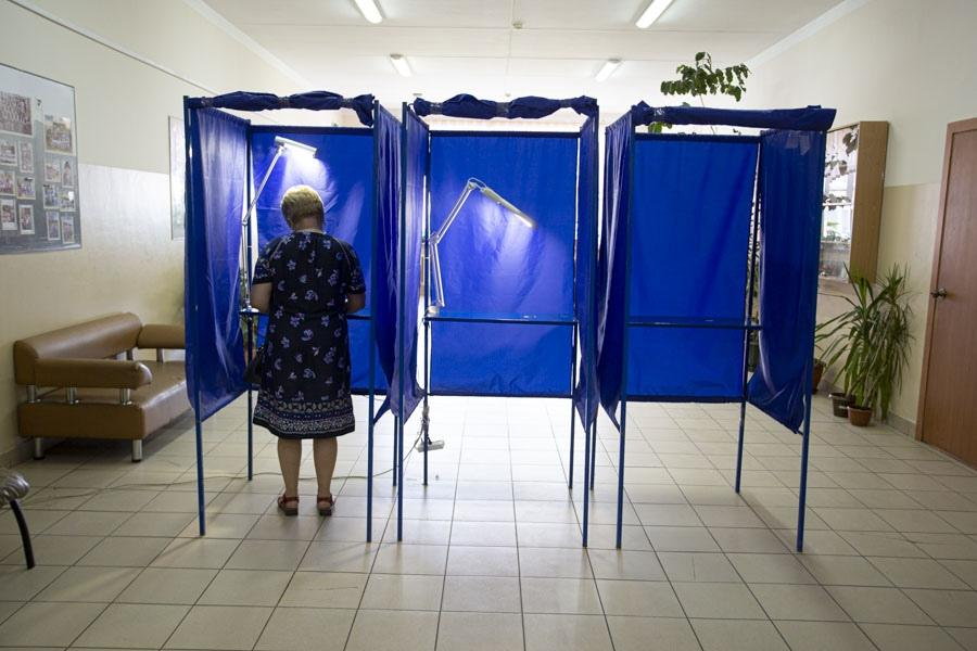 фото В Новосибирске открылись избирательные участки: люди идут голосовать по Конституции 3