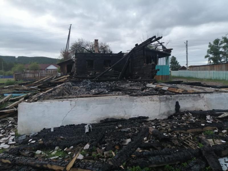 фото Хотели без процентов: в Забайкалье подожгли офис микрокредитов 2