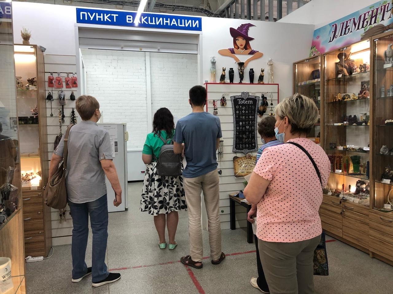 фото «Ужасная ситуация, никакие талончики не работают!»: что происходит в очередях на вакцинацию от COVID-19 в Новосибирске 3