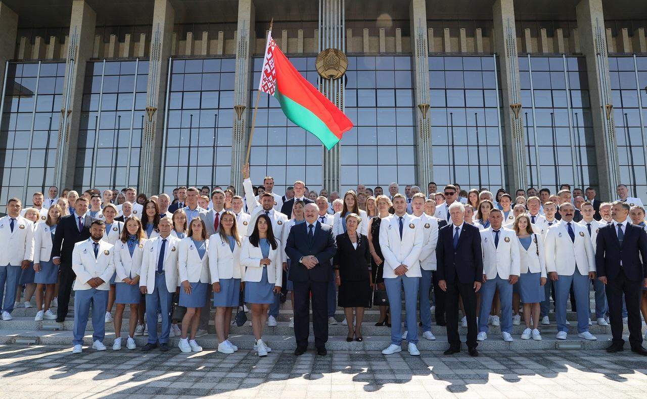 фото Кто избил Александра Лукашенко на первых выборах президента Беларуси 2