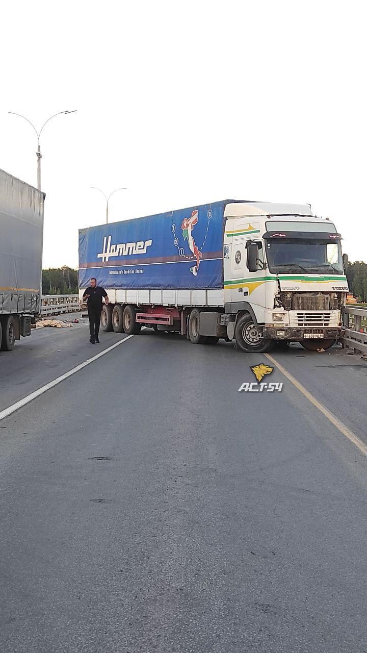 Фото Стала известна точная причина огромной пробки на Северном объезде в Новосибирске 3