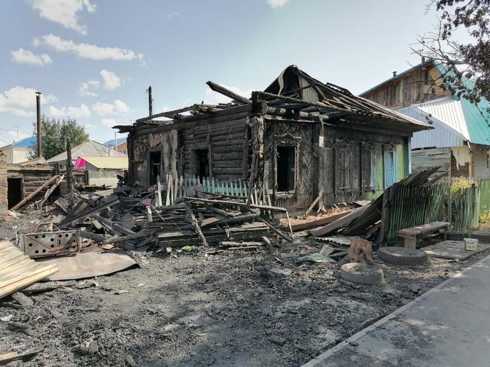 фото «Нащупала в дыму маленькие ножки и по одному доставала ребятишек»: многодетная мать из Бердска рассказала, почему не сработал пожарный извещатель 2