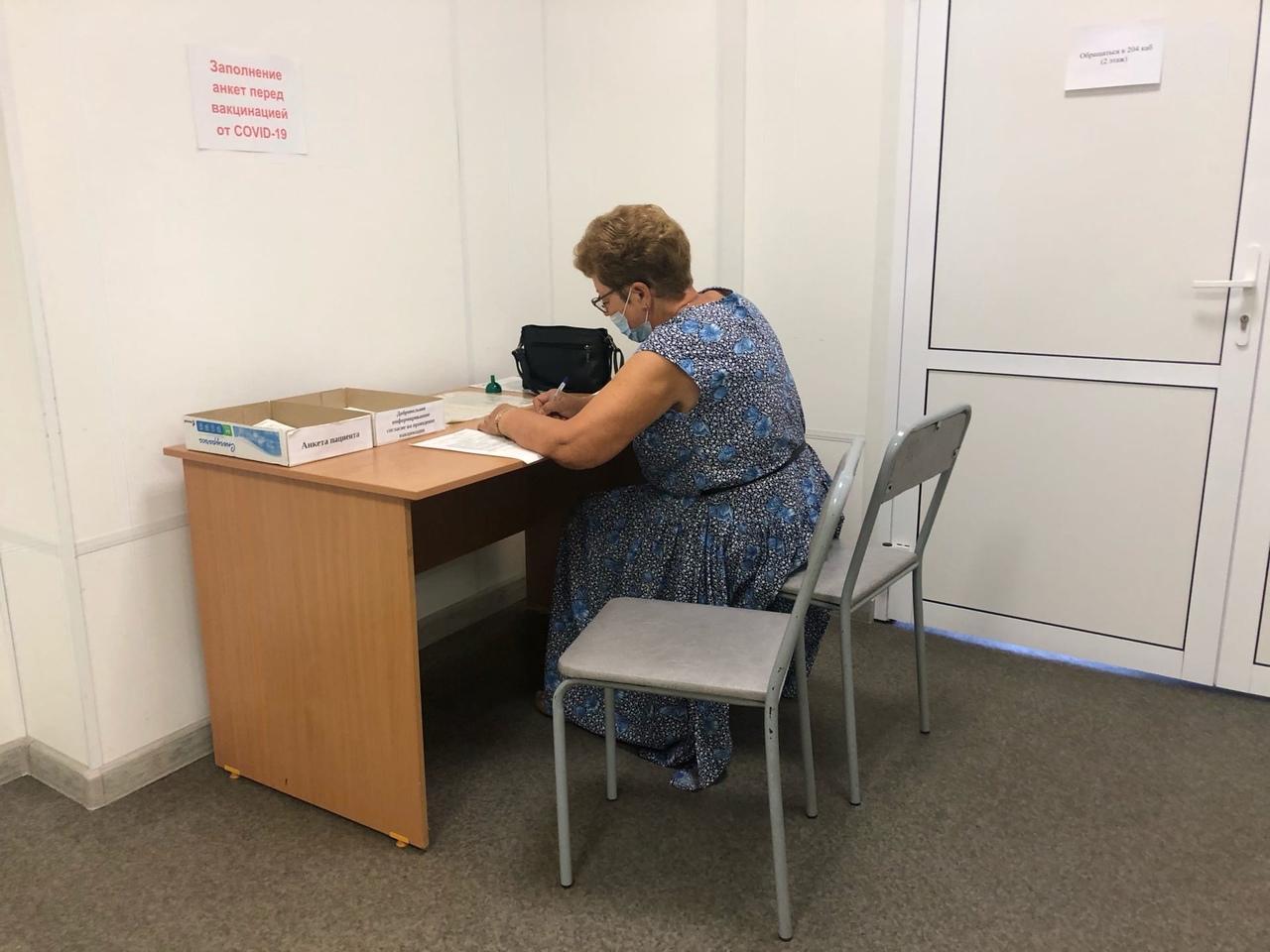 фото «Ужасная ситуация, никакие талончики не работают!»: что происходит в очередях на вакцинацию от COVID-19 в Новосибирске 6