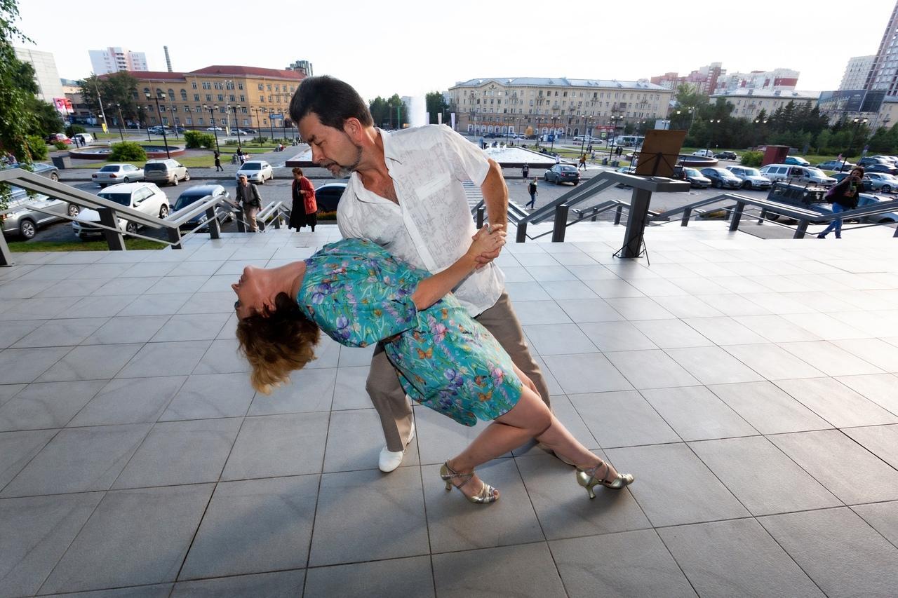 Фото Горячие танцы в центре Новосибирска: кто приходит на бесплатное танго под открытым небом 3