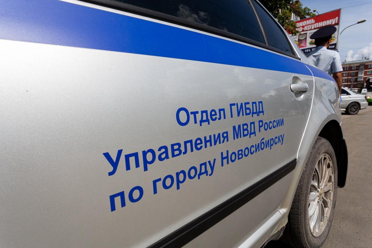 фото В Новосибирске ГИБДД штрафует водителей за открытые двери и лишних пассажиров 3