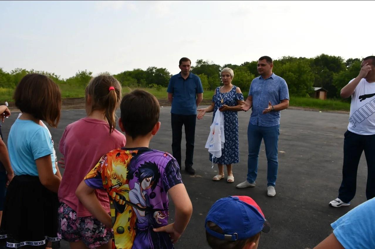 Фото Жители посёлка под новосибирском пожертвовали более 100 тысяч рублей на спортплощадку 2