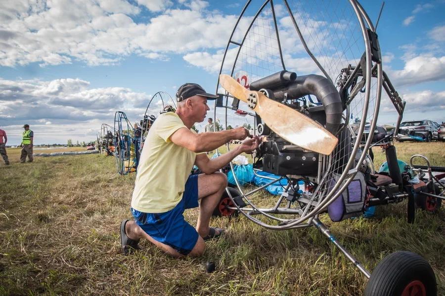 Фото «Погода хорошая, а летать не дают»: как проходит Всероссийский чемпионат сверхлёгкой авиации под Новосибирском 11