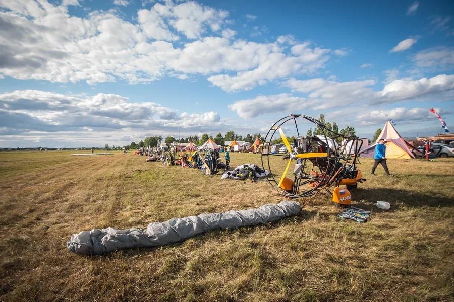 Фото Два человека пострадали при жёсткой посадке паралёта под Новосибирском 2