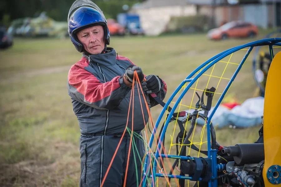 Фото «Погода хорошая, а летать не дают»: как проходит Всероссийский чемпионат сверхлёгкой авиации под Новосибирском 18
