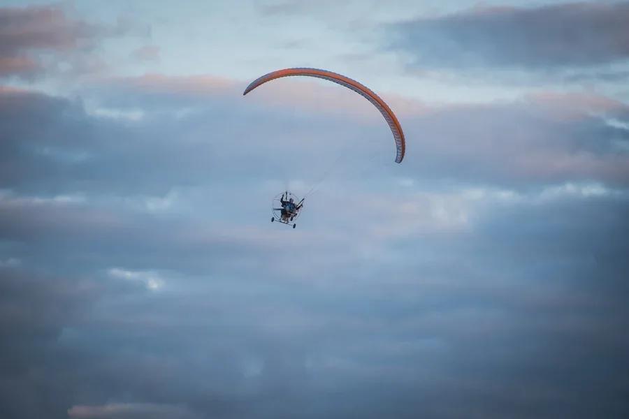 Фото «Погода хорошая, а летать не дают»: как проходит Всероссийский чемпионат сверхлёгкой авиации под Новосибирском 15