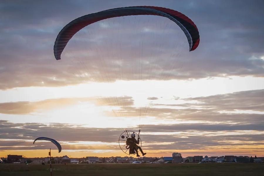 Фото «Погода хорошая, а летать не дают»: как проходит Всероссийский чемпионат сверхлёгкой авиации под Новосибирском 16
