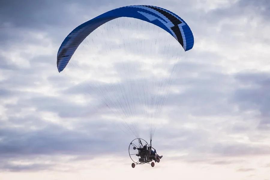 Фото «Погода хорошая, а летать не дают»: как проходит Всероссийский чемпионат сверхлёгкой авиации под Новосибирском 13