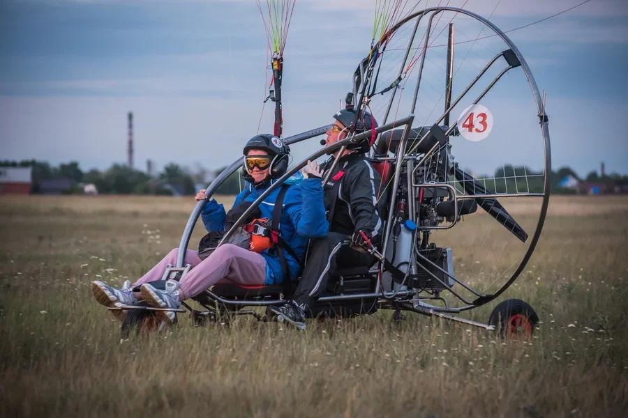 Фото «Погода хорошая, а летать не дают»: как проходит Всероссийский чемпионат сверхлёгкой авиации под Новосибирском 4