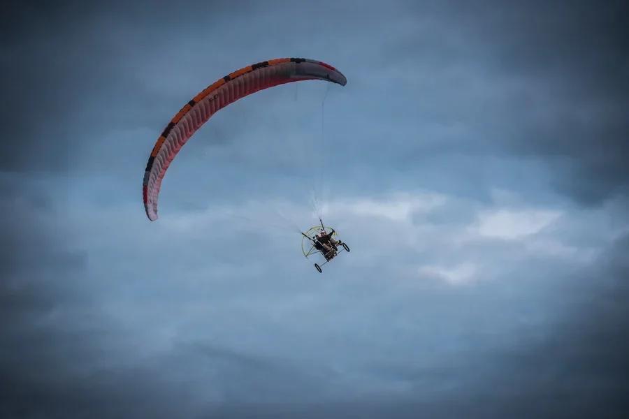 Фото «Погода хорошая, а летать не дают»: как проходит Всероссийский чемпионат сверхлёгкой авиации под Новосибирском 6