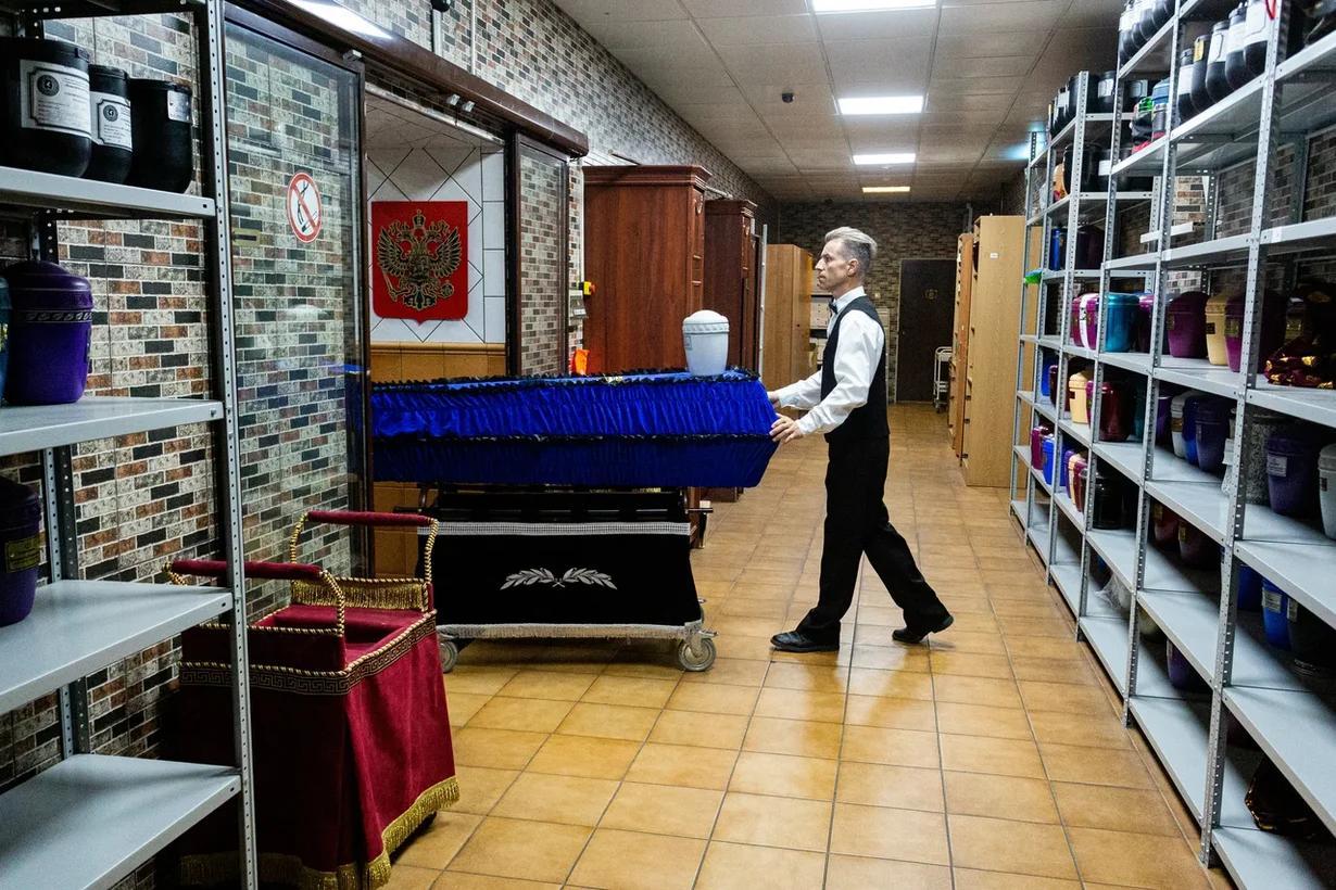 Фото «Мы превратились в завод»: как крематорий «Некрополь» работает в третью волну коронавируса в Новосибирске 6