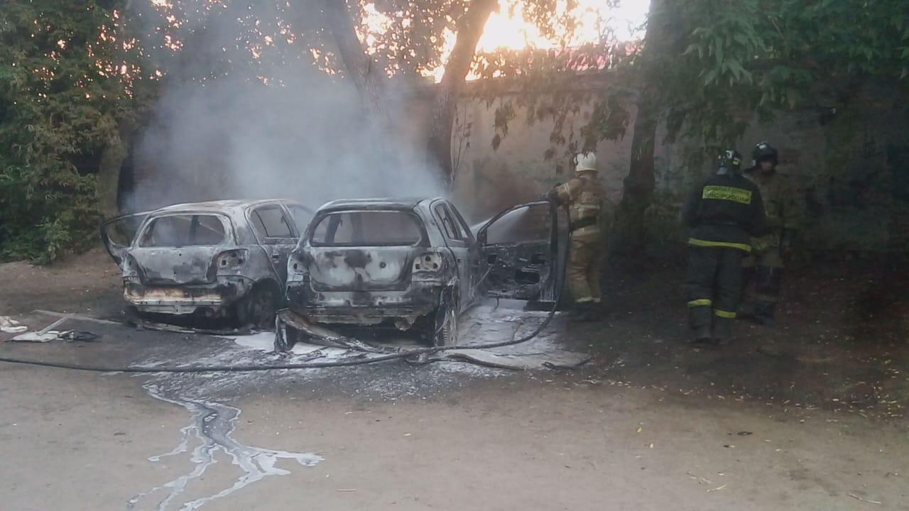 Фото Вероятного поджигателя двух авто задержали в Новосибирске 2