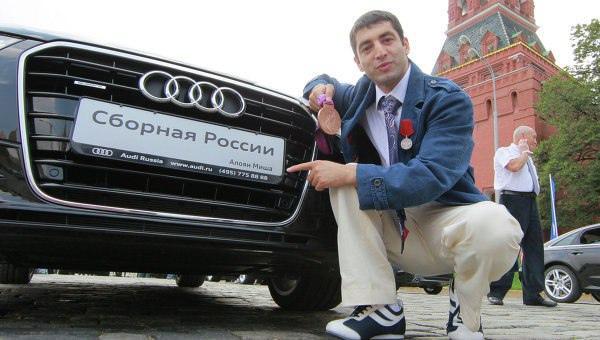 Фото Audi A6 Михаила Алояна, BMW X6 Романа Власова и BMW X3 Любови Шутовой: какие машины дарили чемпионам Олимпийских игр из Новосибирска 4
