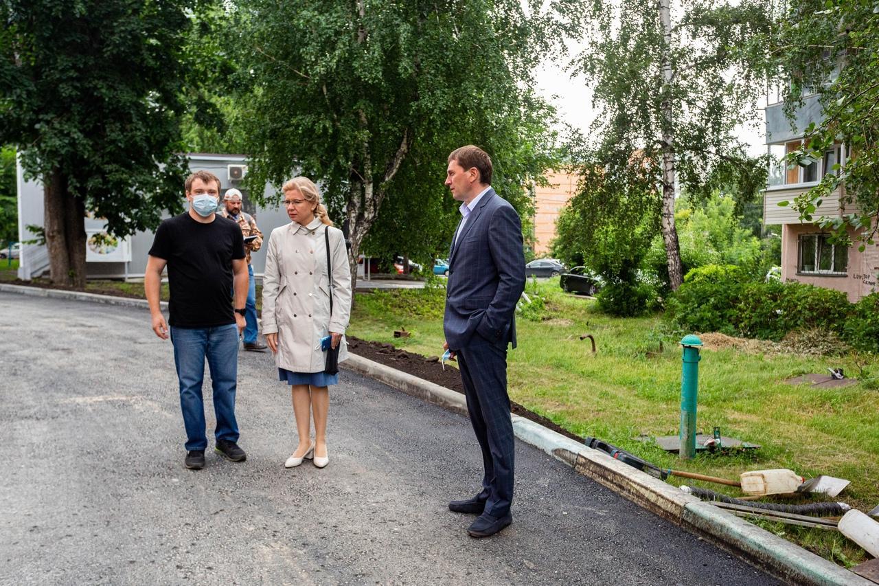 фото Депутаты взяли на контроль ремонт дорог и дворов в Новосибирске 3