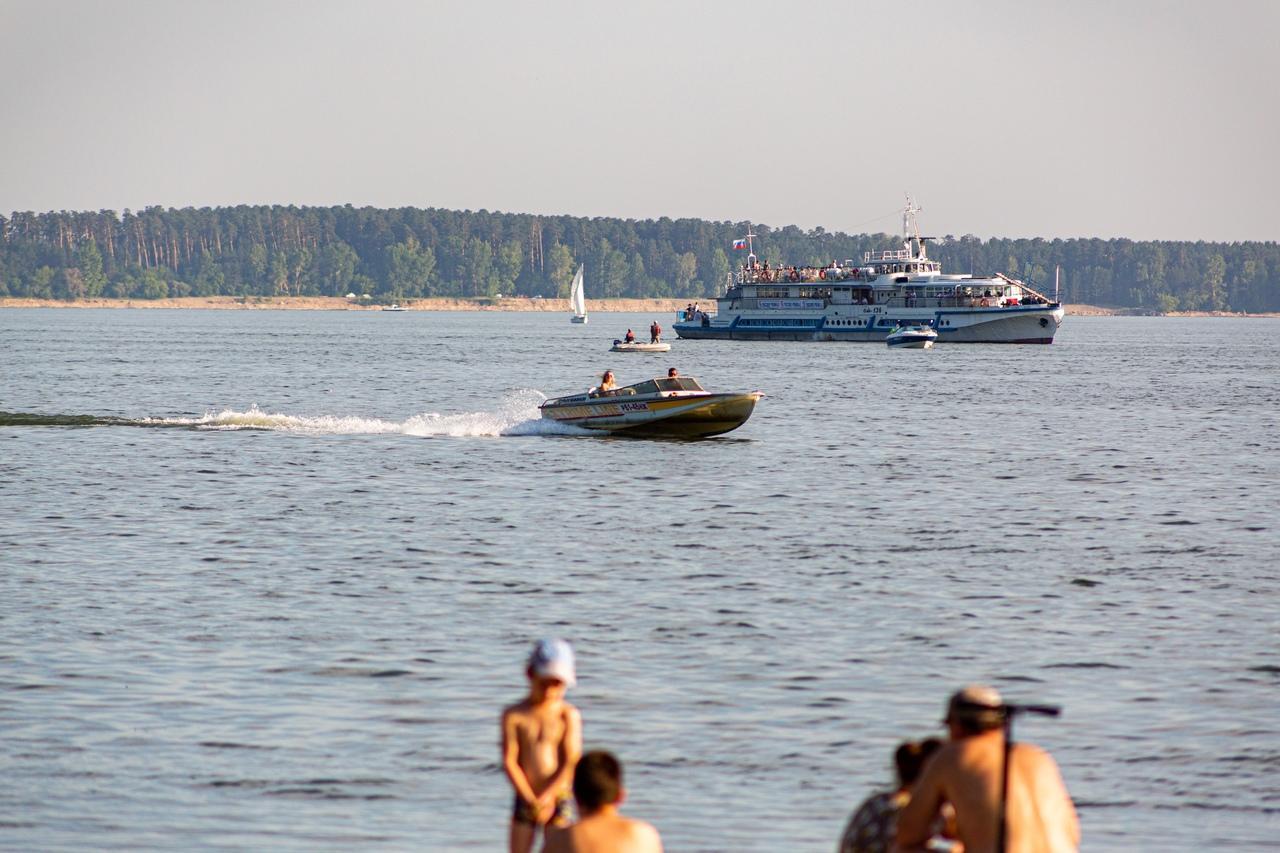 Фото «Грязная вода? Ну и что?!»: жители Новосибирска проигнорировали запрет на купание в Обском море из-за нечистот 6