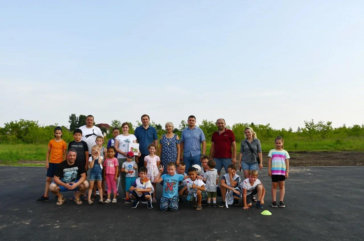 Фото Жители посёлка под новосибирском пожертвовали более 100 тысяч рублей на спортплощадку 3