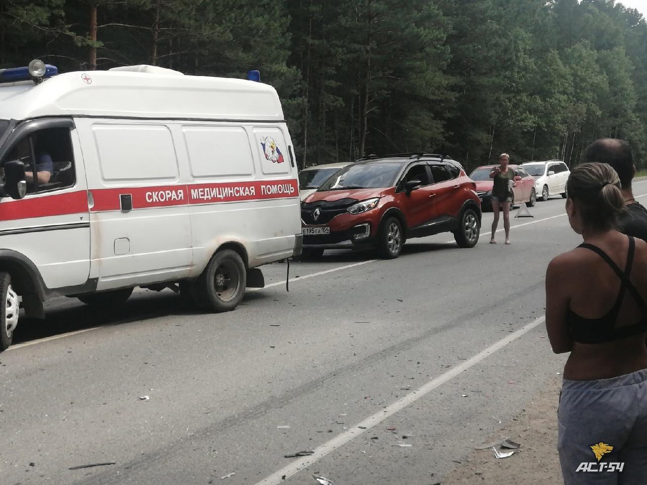 Фото Ребёнок пострадал в столкновении Renault и Mazda под Новосибирском 2