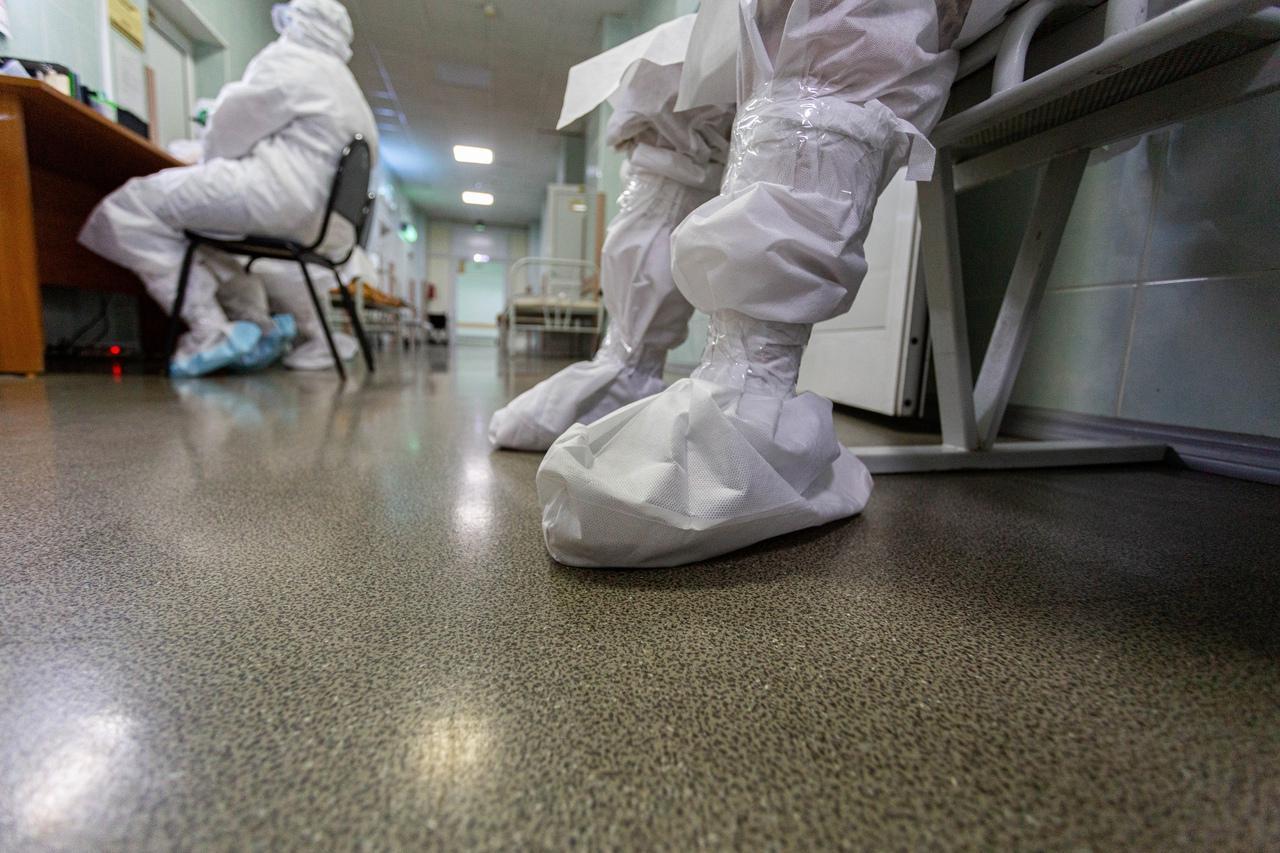 фото Когда закончится третья волна коронавируса – расчёт по функции Гаусса сделал директор медицинской клиники 2