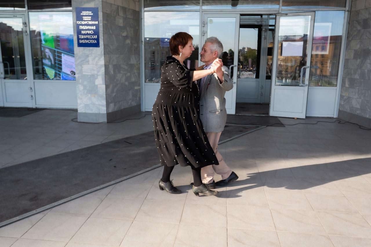 Фото Горячие танцы в центре Новосибирска: кто приходит на бесплатное танго под открытым небом 4