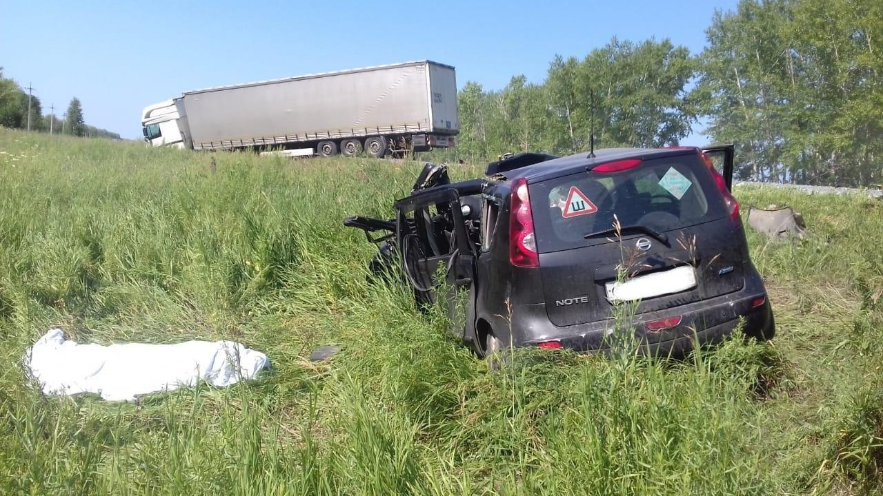 фото Водитель Nissan погиб после столкновения с фурой в Новосибирске 3