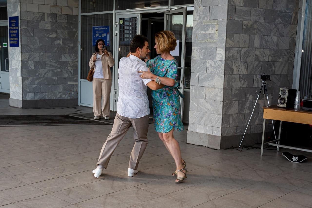 Фото Горячие танцы в центре Новосибирска: кто приходит на бесплатное танго под открытым небом 2
