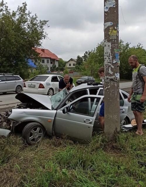 Фото В Новосибирске Lada Priora уничтожена после лобового столкновения с КамАЗом 2