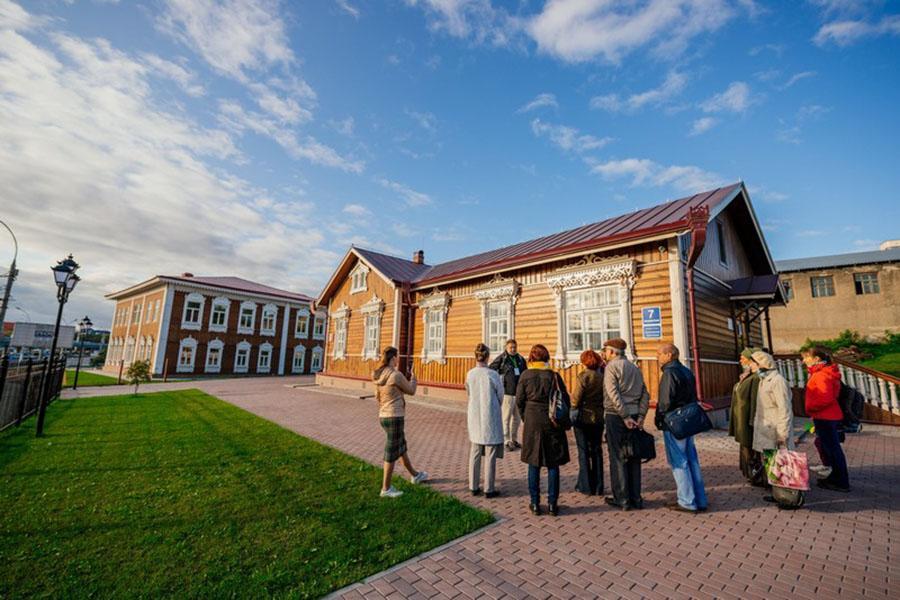 Фото Новосибирск: афиша на 9, 10 и 11 июля – Николай Цискаридзе на сцене НОВАТа, виртуозы-балалаечники и выставка искусственных минералов 5