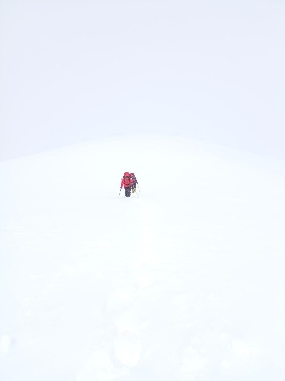 Фото Незрячий альпинист из Томска попал в снежную лавину при восхождении на пик Ленина 2