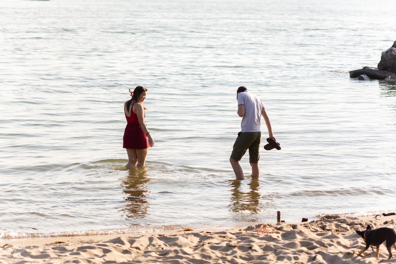 Фото «Грязная вода? Ну и что?!»: жители Новосибирска проигнорировали запрет на купание в Обском море из-за нечистот 2