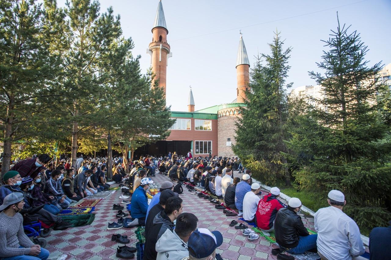 фото Молитва на рассвете и жертвенный баран: как отмечают Курбан-байрам в Новосибирске 11