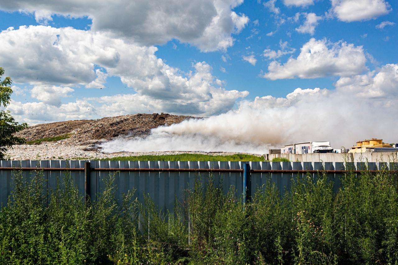 фото «Даже позавтракать не смогла, так тошнило»: горящая Хилокская свалка продолжает травить новосибирцев 2