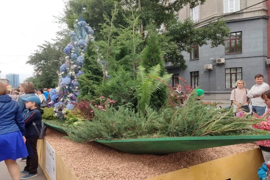 Фото Флористы из всего мира украсили улицы Новосибирска 5