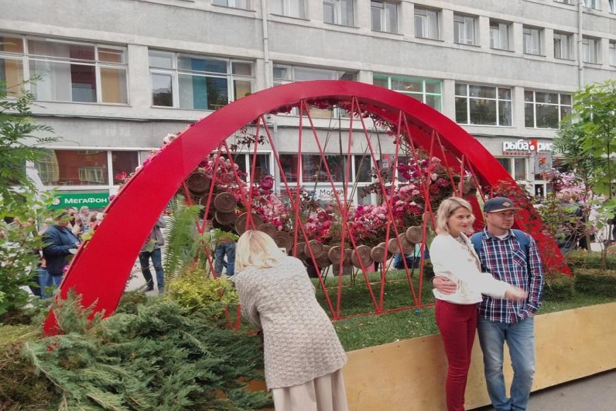 Фото Флористы из всего мира украсили улицы Новосибирска 6