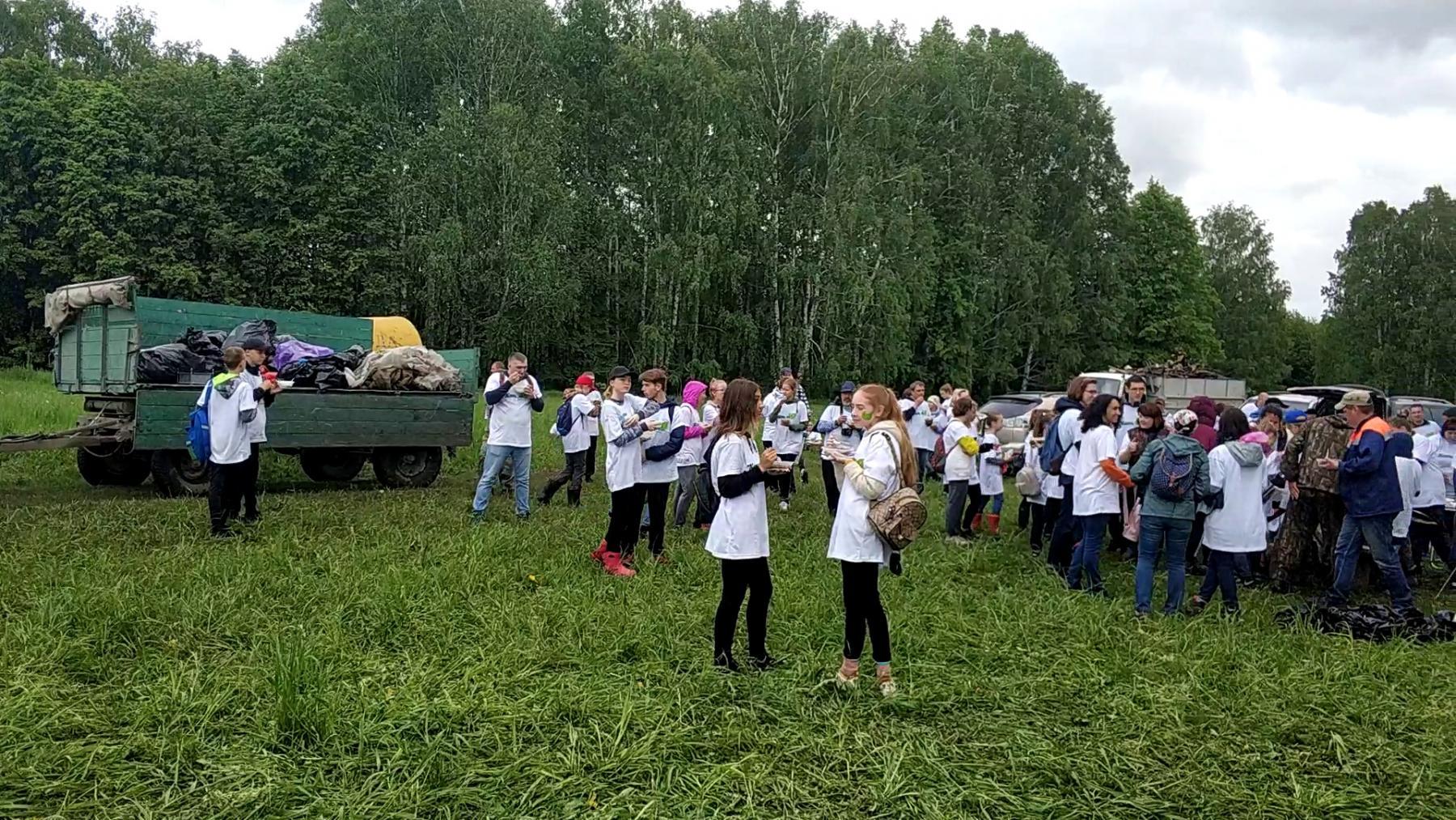 Фото Защитники памятника ВАСХНИЛу вывезли тонны мусора из парка под Новосибирском 2