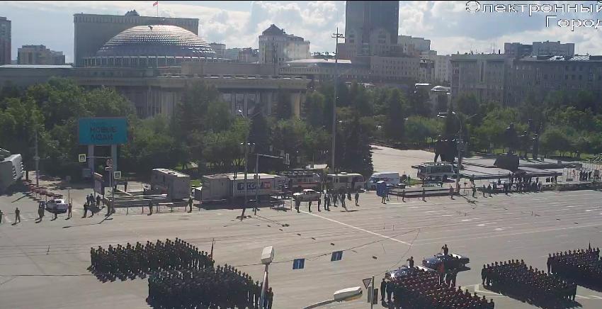 фото В Новосибирске началась репетиция парада Победы 10