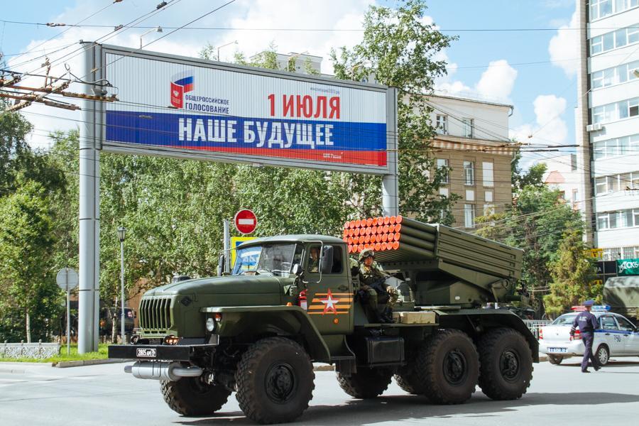Фото Парад Победы в Новосибирске: лучшие кадры с закрытой от зрителей репетиции 18