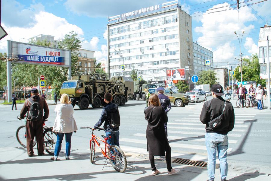 Фото Парад Победы в Новосибирске: лучшие кадры с закрытой от зрителей репетиции 19