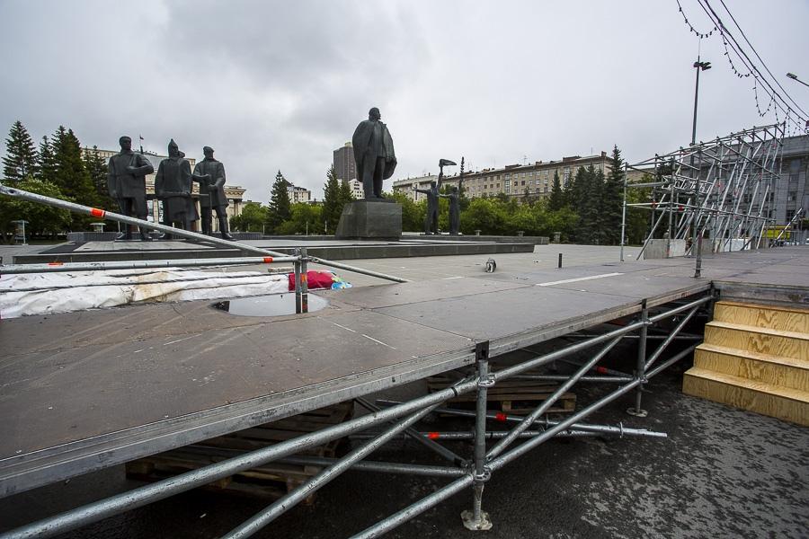 фото На площади Ленина в Новосибирске начали монтировать трибуну для 29 зрителей парада Победы 4