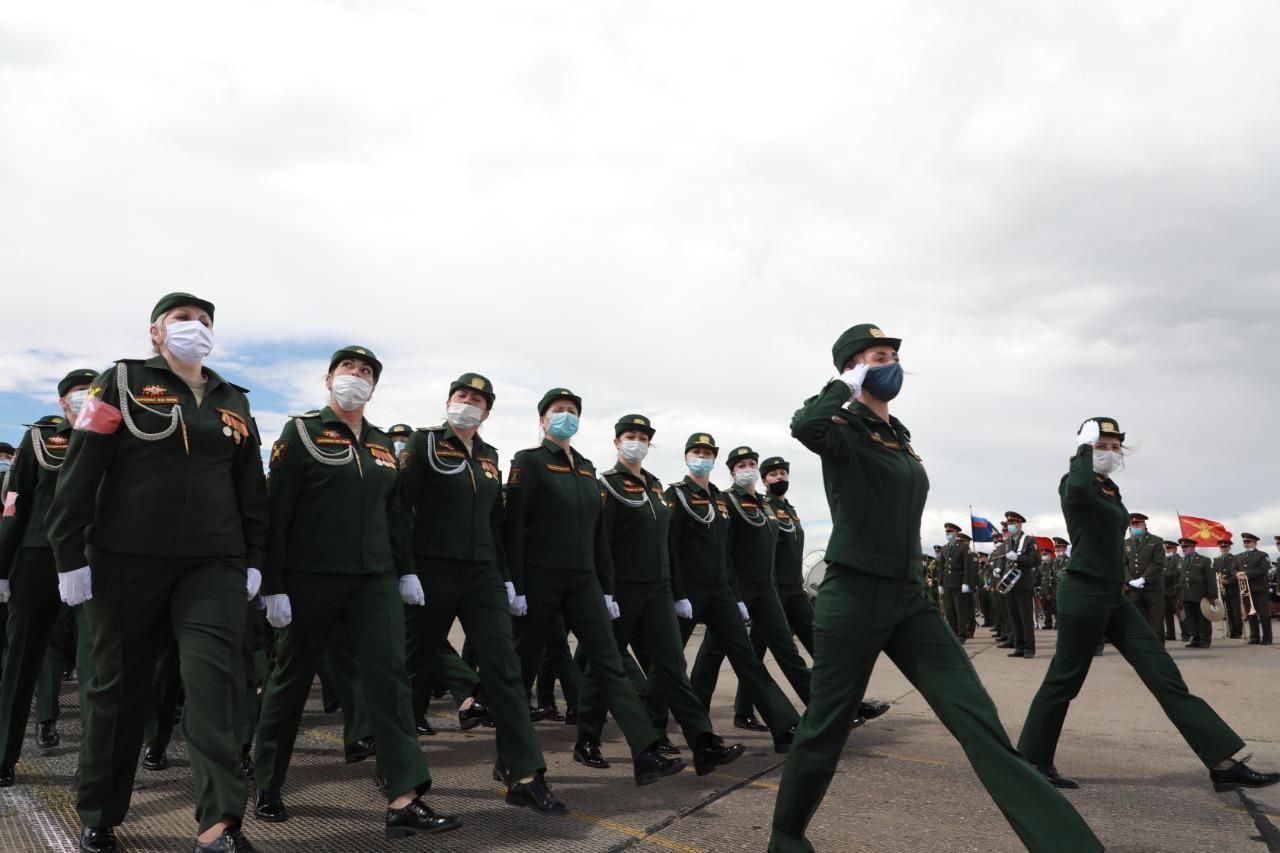 Фото При полном параде: лучшие кадры с закрытой репетиции военных в Новосибирске 8