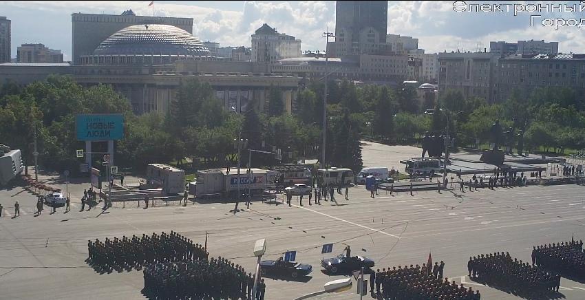 фото В Новосибирске началась репетиция парада Победы 11
