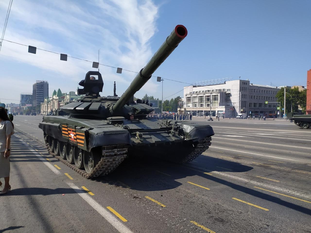 Фото Парад Победы в Новосибирске: лучшие кадры с закрытой для зрителей площади Ленина 5