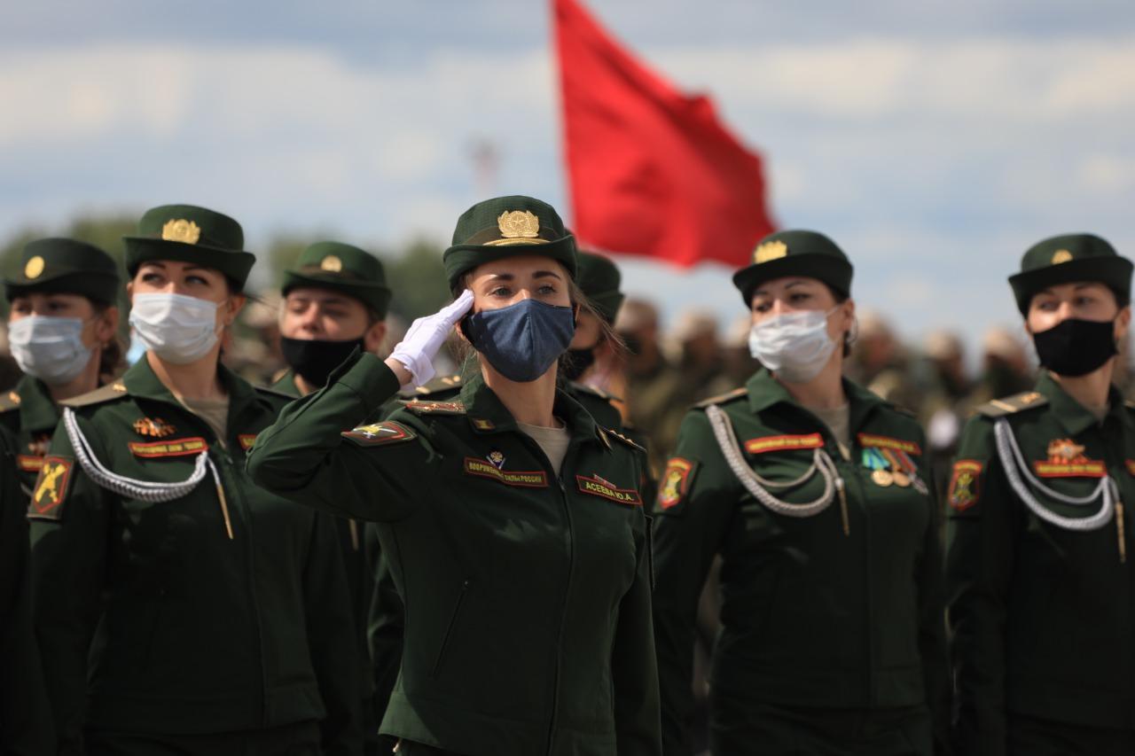 Фото При полном параде: лучшие кадры с закрытой репетиции военных в Новосибирске 3