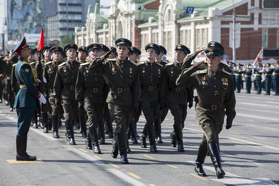 Фото Парад Победы в Новосибирске: лучшие кадры с закрытой для зрителей площади Ленина 4